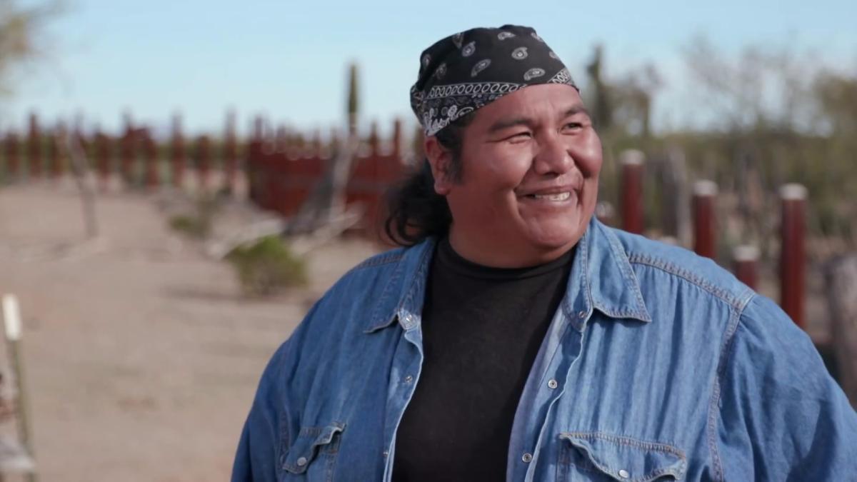 Este es el video que los tohono o'odham publicaron hace menos de un mes explica que mucho antes de que hubiera una frontera, los miembros tribales viajan de un país a otro a visitar a sus familias, participar en actividades culturales y religiosas.