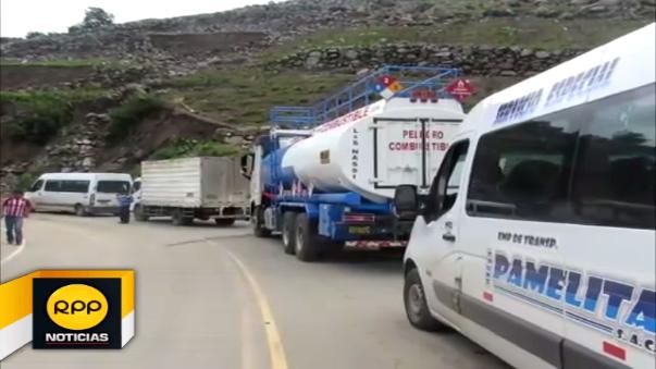 La carretera antigua a Samne permanece bloqueada por huaicos.