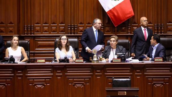 Mesa Directiva del Congreso, presidida por Luz Salgado.