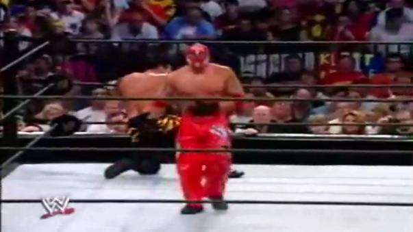 Rey Mysterio hace gala de su habilidad de lucha al usar el 619