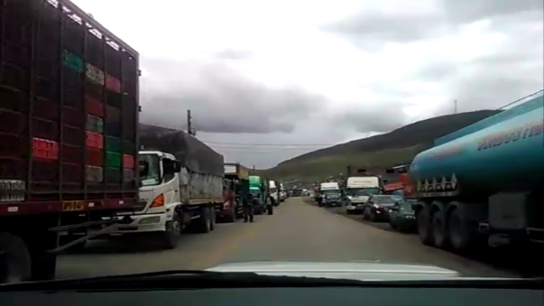 Transito vehicular en la Carretera Central por deslizamientos.