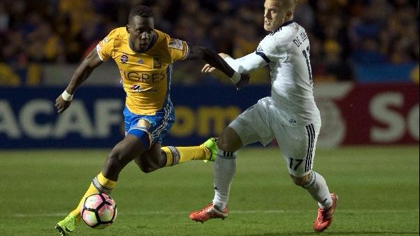 Revisa la lesión de Luis Advíncula ante el Cruz Azul en México.