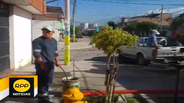 Pobladores esperan la llegada de carros cisternas