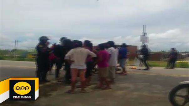 Tras varios minutos de bloqueo la policía restableció el tránsito y los vehículos pudieron continuar con su recorrido.