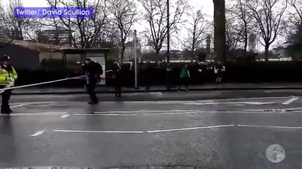 Este video registra a las personas corriendo del lugar del atentado.