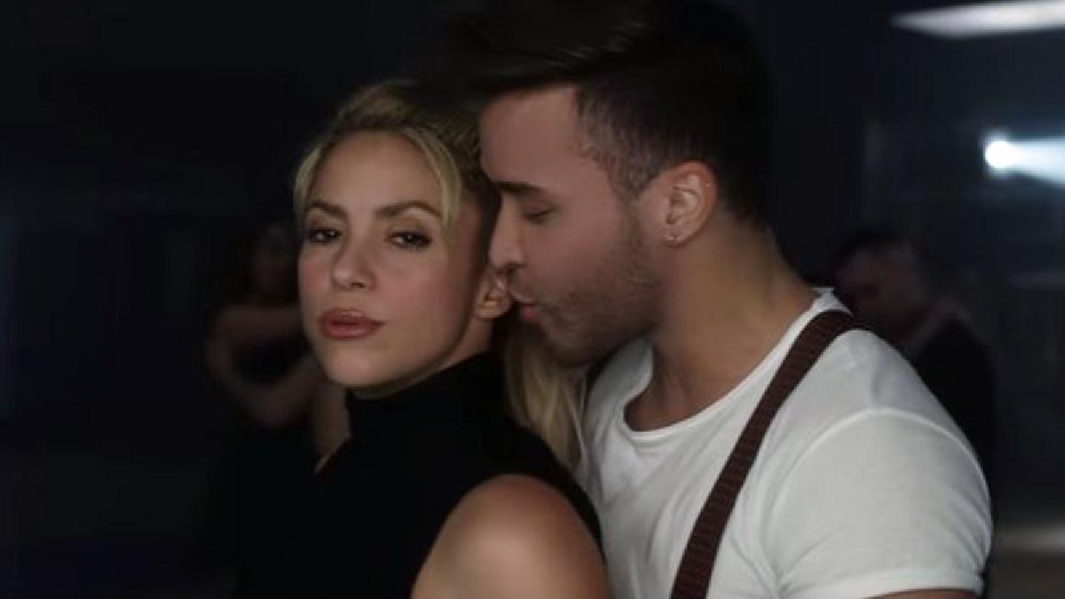 Prince Royce y Shakira en el videoclip 'Deja Vu'