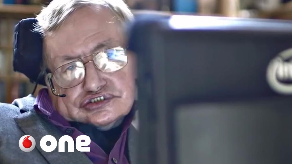 En 2015. un reportaje mostró cómo la tecnología ayuda a Stephen Hawking.