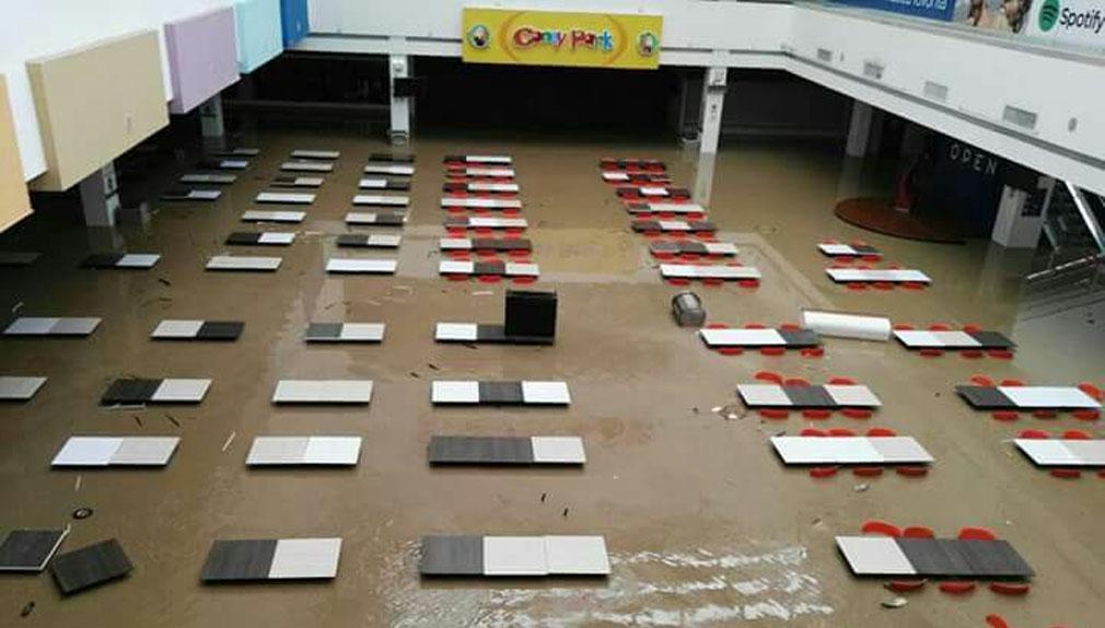Así quedó los interiores del centro comercial Open Plaza de Piura.