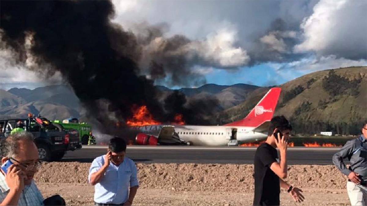 La aeronave se incendió al chocar con la pista de aterrizaje.