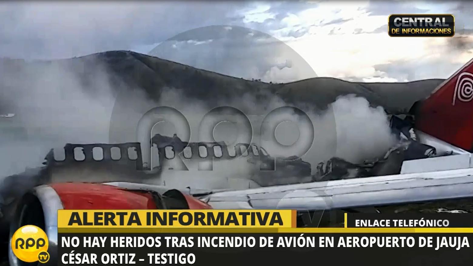 Varios pasajeros grabaron videos de su huida del avión.