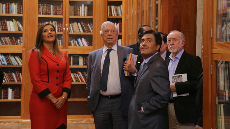 Mario Vargas Llosa durante su visita a Arequipa.