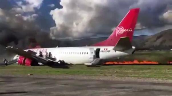 Pasajeros señalaron que hubo un impacto fuerte durante el aterrizaje.