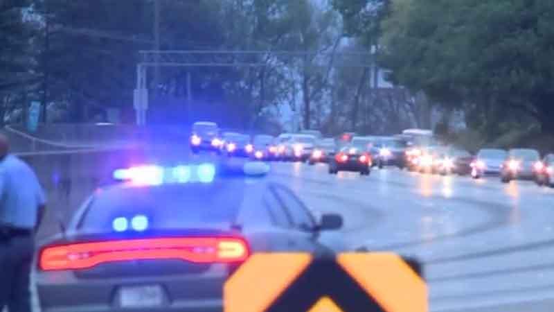 La Policía de Atlanta se encargó del desvío de vehículos en la entrada al paso sobre nivel.