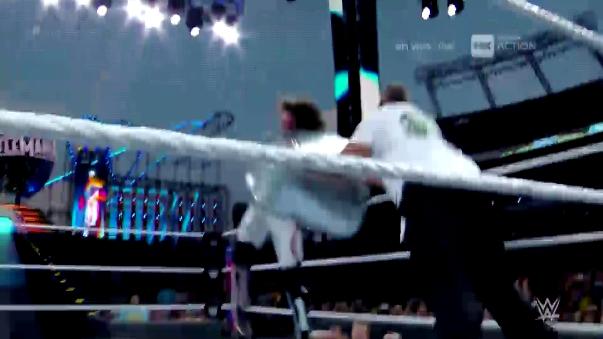 Revive los mejores pasajes de la pelea entre Shane McMahon y AJ Styles.