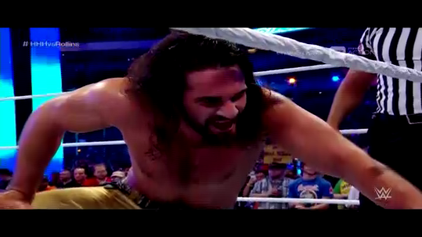 Seth Rollins se pudo vengar de Triple H en el escenario más grande.