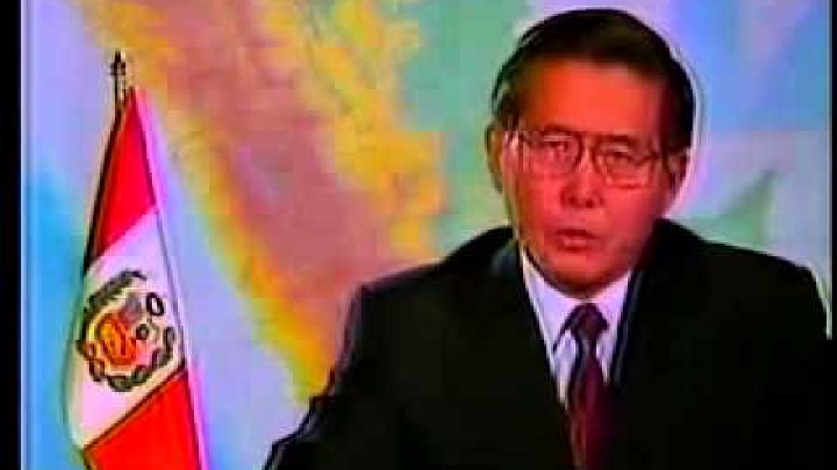 Fujimori anuncia la disolución del Congreso.