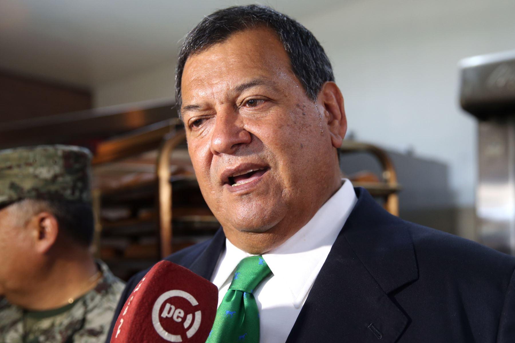Nieto aseveró que el Gobierno no solo debe ofrecer terrenos, sino también programas de vivienda.