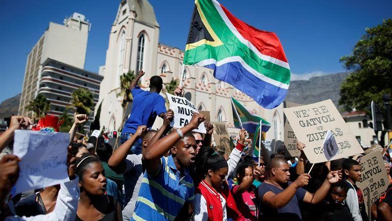 Jacob Zuma finaliza su segundo y último mandato en 2019, y dejará de ser en diciembre de este año el líder de un CNA dividido entre quienes apoyan al presidente y quienes abogan por su revocación como jefe del Estado.