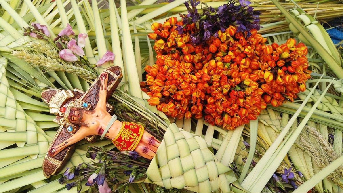 Los comerciantes de flores y palmas esperan que el movimiento económico se incremente.