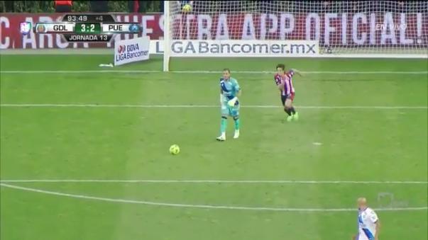Reviva la viveza de Carlos Fierro para marcar el 3-2 final.