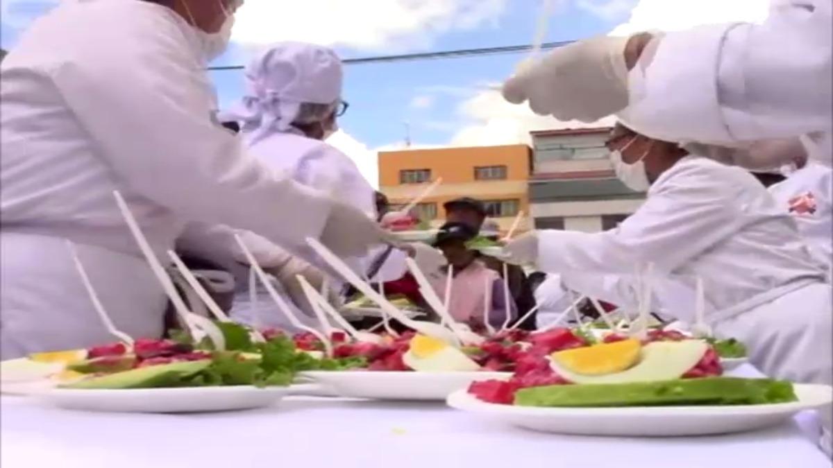 La ensalada más gran del mundo fue exhibida y degustada en Huancayo.