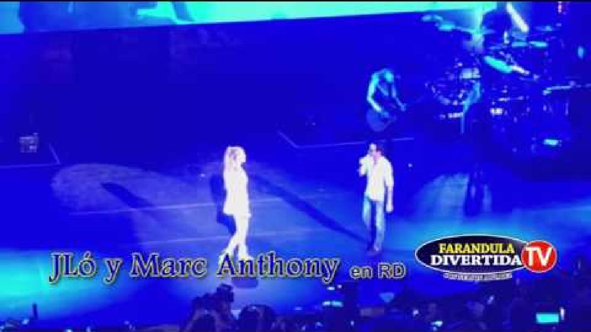 Jennifer López y Marc Anthony cantando juntos el tema.