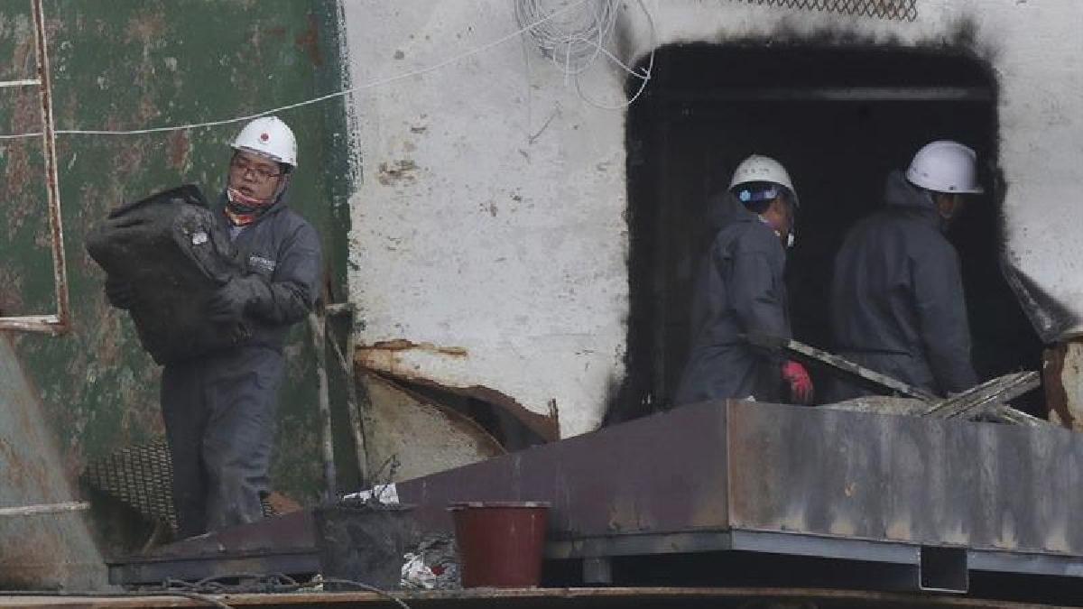 Los rescatistas tienen esperanzas de encontrar dentro del ferri los restos de los nueve desaparecidos de la tragedia.