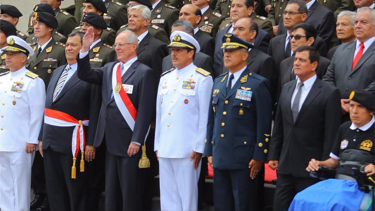 El presidente otorgó la distinción Orden Militar de Ayacucho en el Grado de Gran Cruz al estandarte Chavín de Huántar.