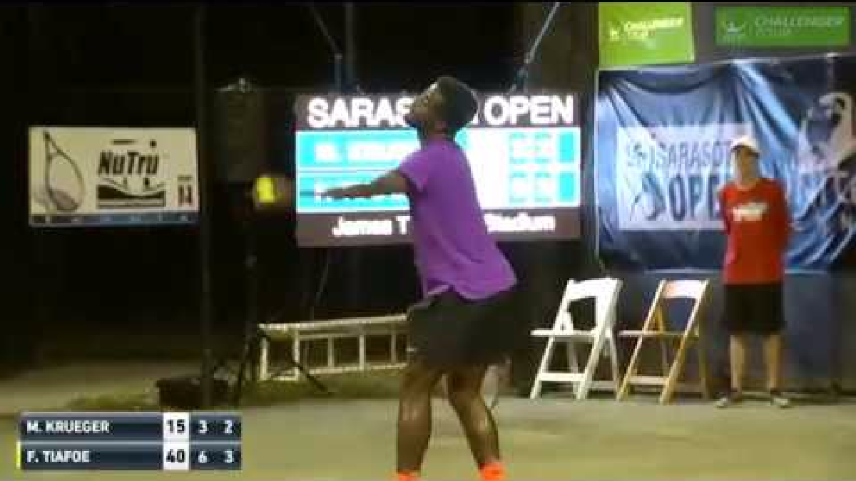 El partido de tenis transcurría con normalidad hasta que se escucharon los gemidos de placer de una mujer.