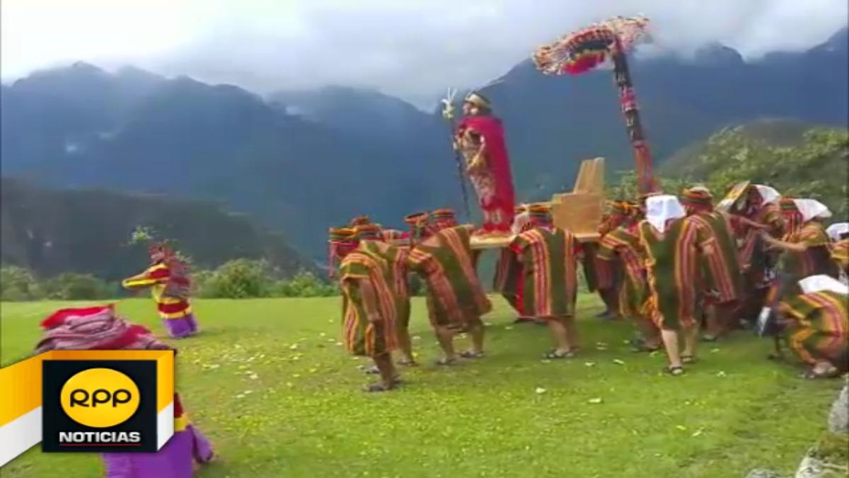Instántes en que el Inca Huayna Capac, hace su ingreso a Machu Picchu.