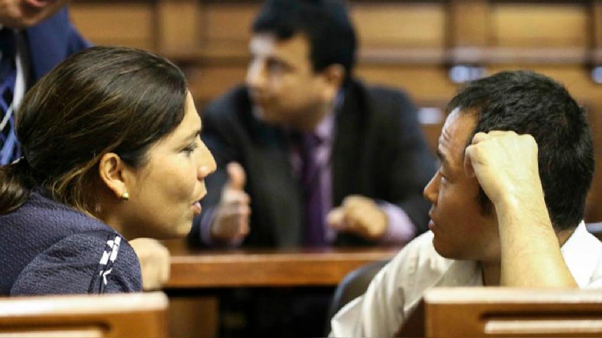 Úrsula Letona dijo que en liderazgo político en el interior de la bancada, Kenji Fujimori es un 'calichín'.