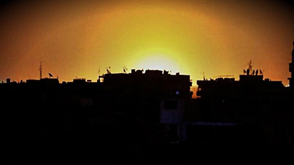 Grupos rebeldes sirios afirmaron que los misiles fueron lanzados por aviones israelíes y confirmaron que el depósito es utilizado por una milicia apoyada por Irán.