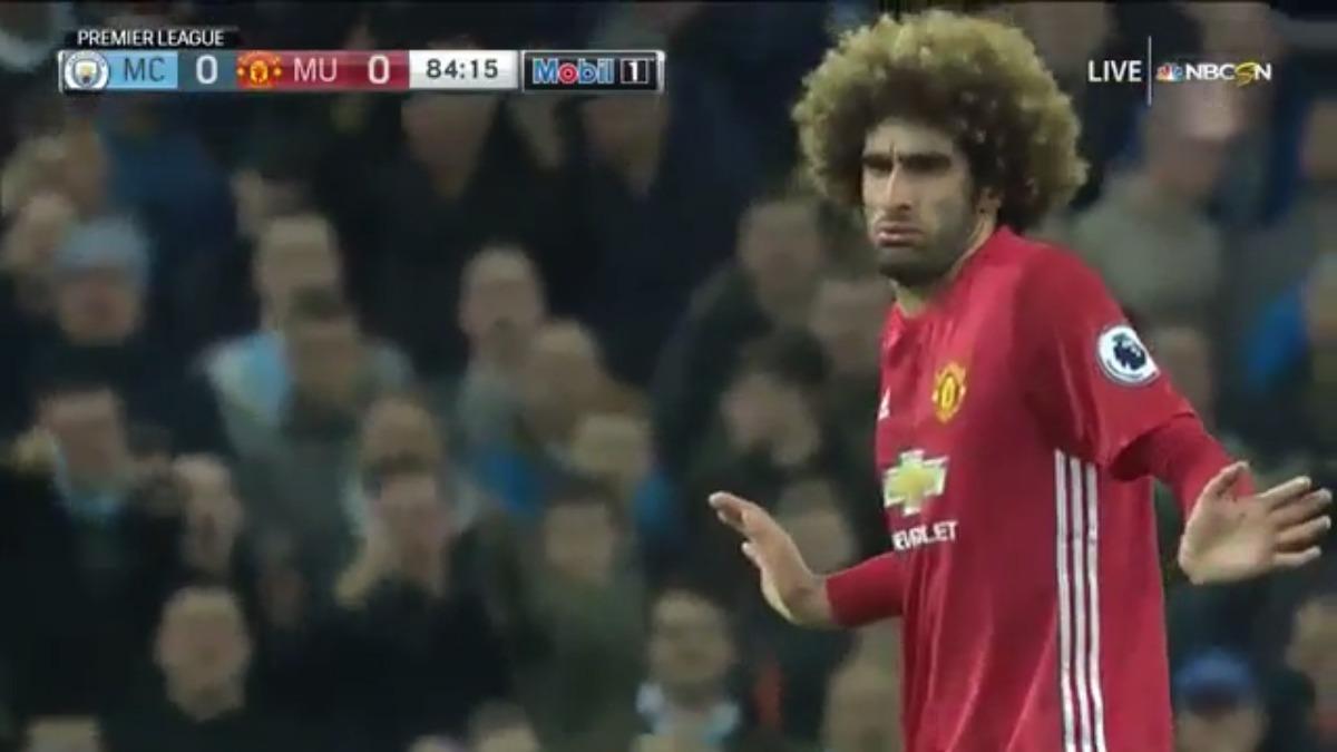Marouane Fellaini fue titular en el Manchester United de Mourinho para el Clásico.
