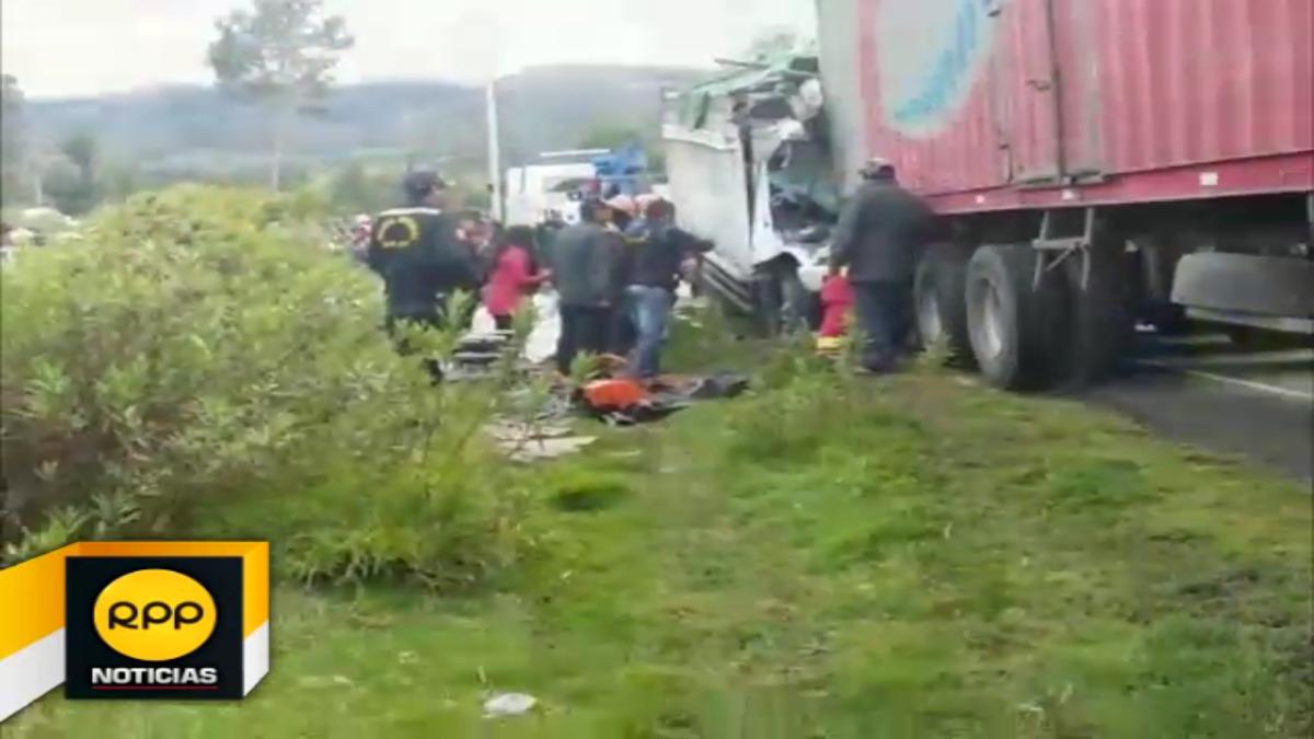 Hoy en la madrugada un camión se empotró en un trailler, en el distrito de Ancahuasi, provincia de Anta. El saldo tres personas fallecidas,