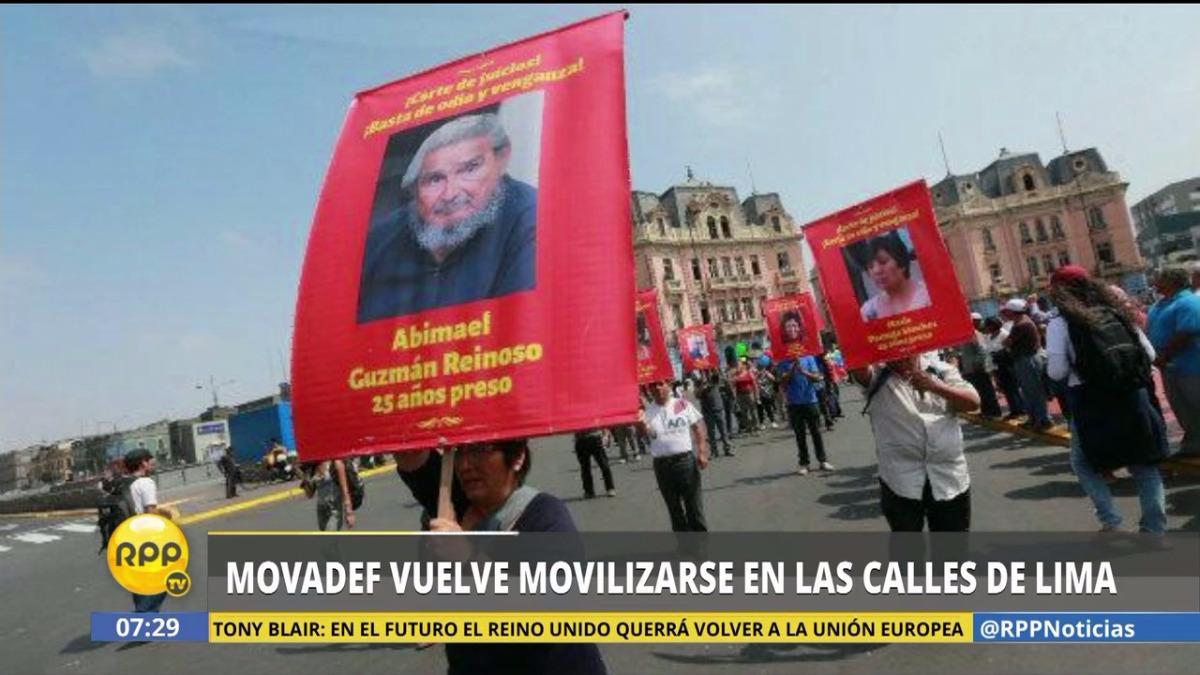 Los manifestantes alzaron pancartas con las fotografías de miembros del grupo terrorista.