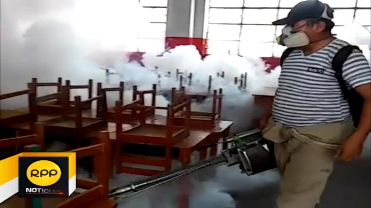 Trabajos de fumigación en el distrito de Santiago ante la confirmación de casso de dengue.