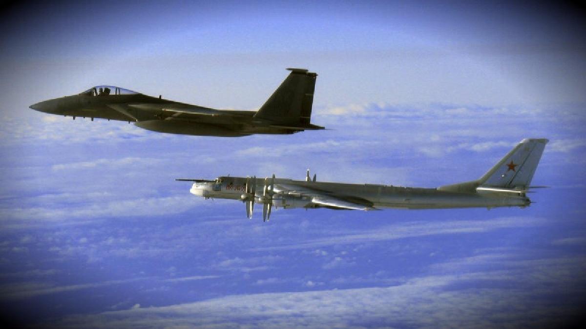 Las naves russ fueron escoltadas por los aviones furtivos estadounidenses a 80 kilómetros de Alaska.