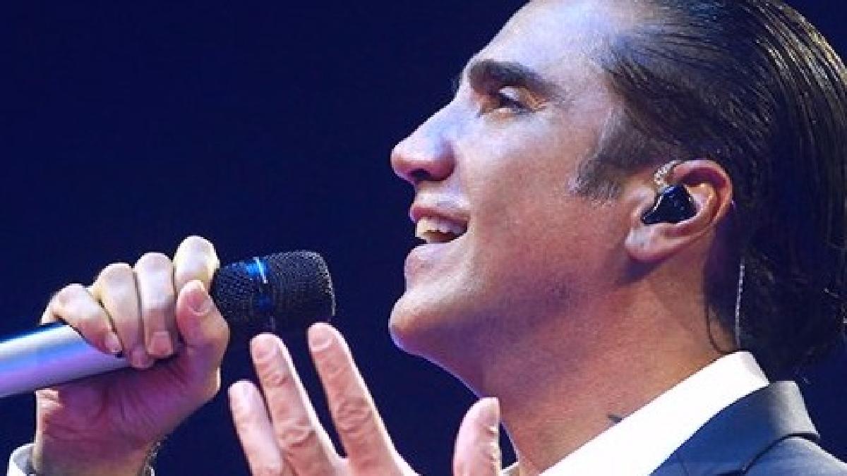 El terrible momento que vivió el cantante quedó registrado.
