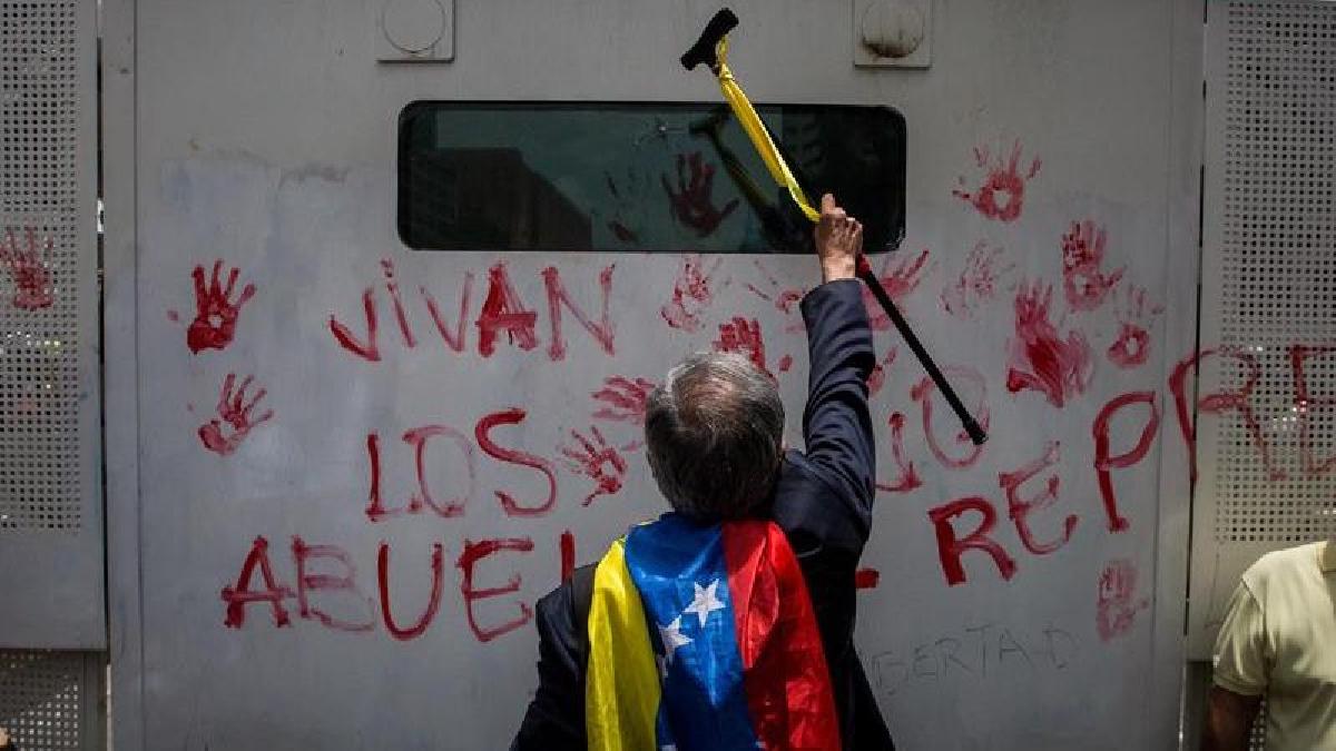 Continúan las marchas en Venezuela, esta vez con los ancianos como protagonistas.