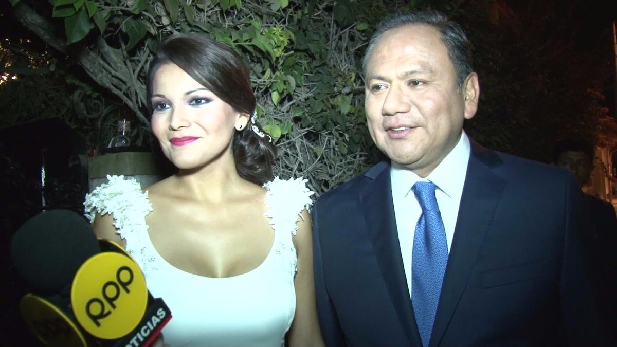 La pareja dio breves declaraciones a la prensa tras su boda.