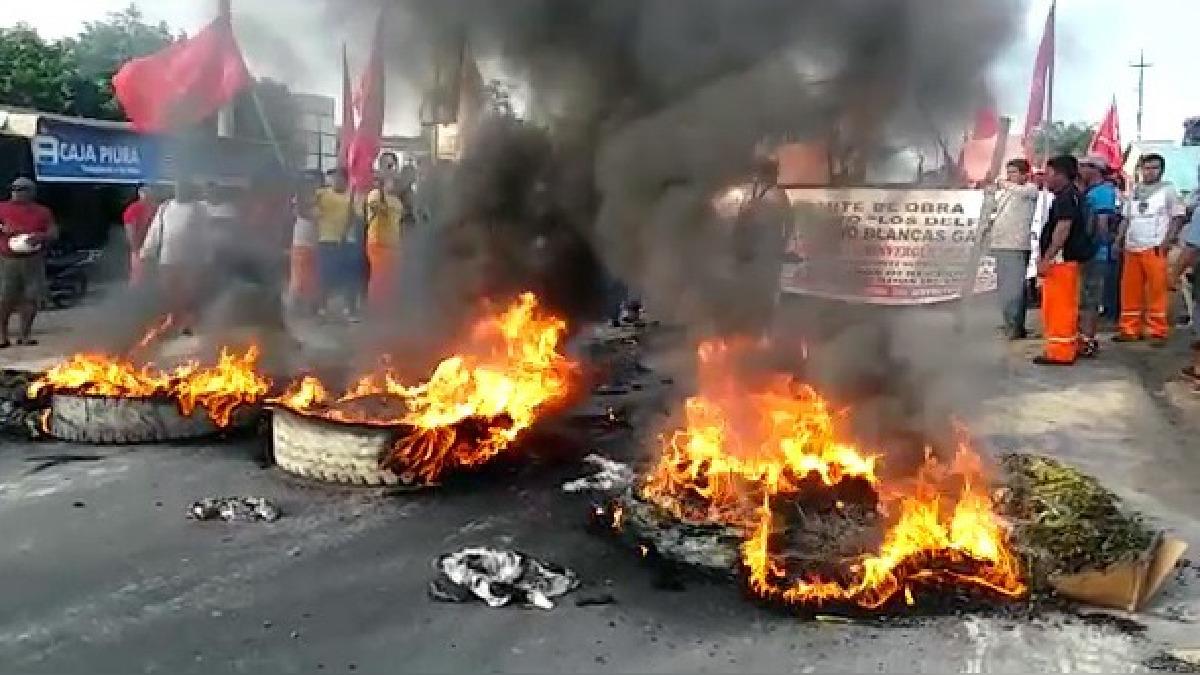 La quema de llantas paralizó el pase vehicular en la vía interprovincial.