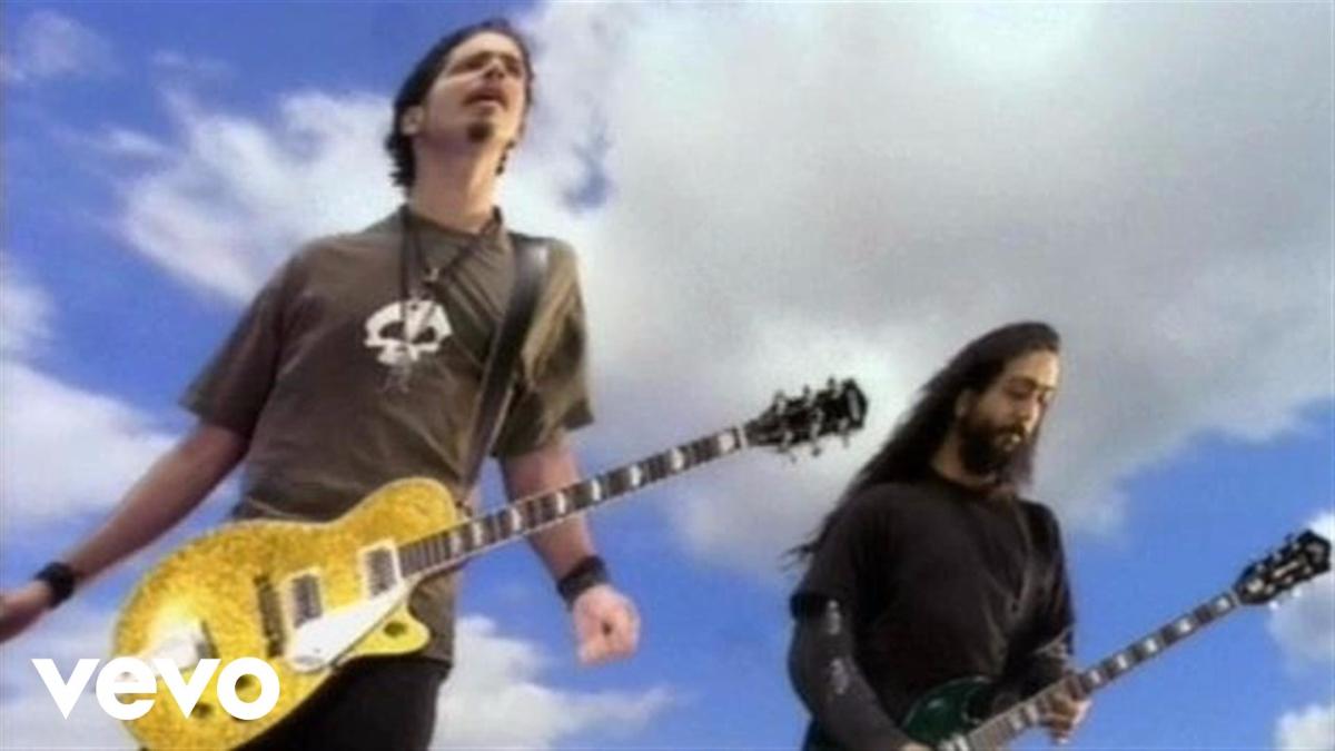 Con Soundgarden produjo canciones como 'Black hole sun' o 'Rusty Cage'. Su banda fue una de las 'cuatro grandes' del grunge junto a Nirvana, Pearl Jam y Alice in Chains.