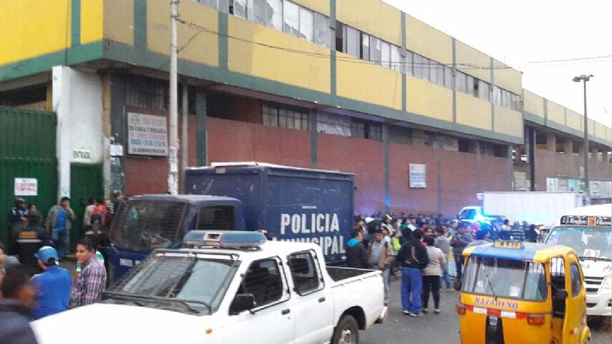 Así se encuentra los exteriores del mercado Ciudad de Dios, tras el cierre temporal por Defensa Civil y el municipio.