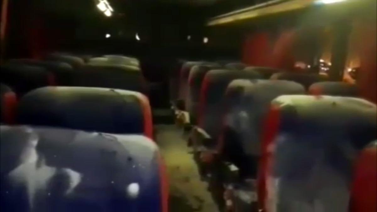 Delincuentes provocaron incendio en bus.