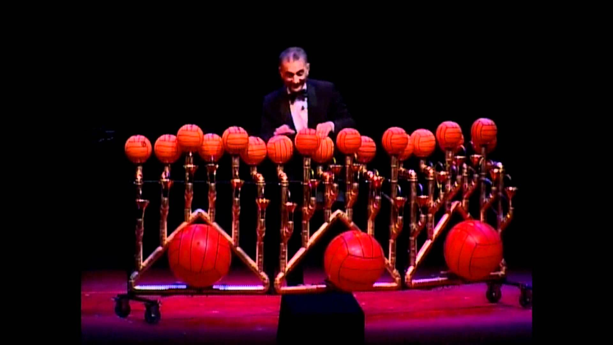 Rhapsody in Balls - Les Luthiers