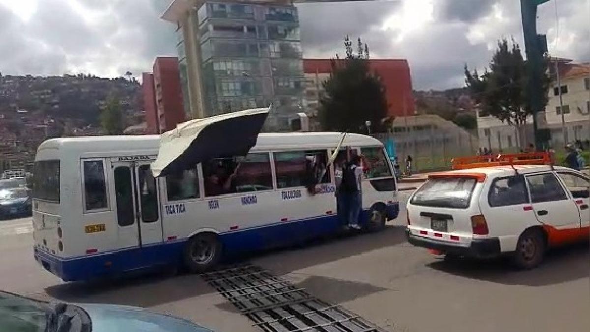 Más de 30 buses de transporte urbano fueron retenidos por los estudiantes universitarios.