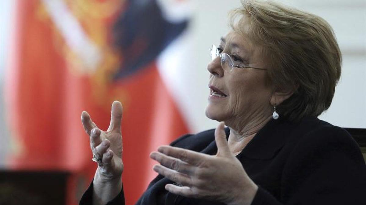 """Pese a la demanda en La Haya, Bachelet confía en desarrollar una agenda """"bilateral constructiva y positiva"""" con Bolivia."""