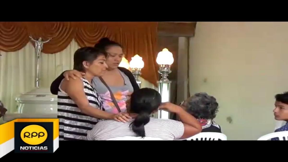 Mientras tanto, familiares despiden a Tirsa Cachique Inga mientras se realiza su velatorio.