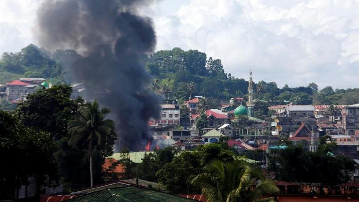 El Ejército filipino trata de liquidar pequeños grupos de resistencia parapetados tras un número indeterminado de civiles.