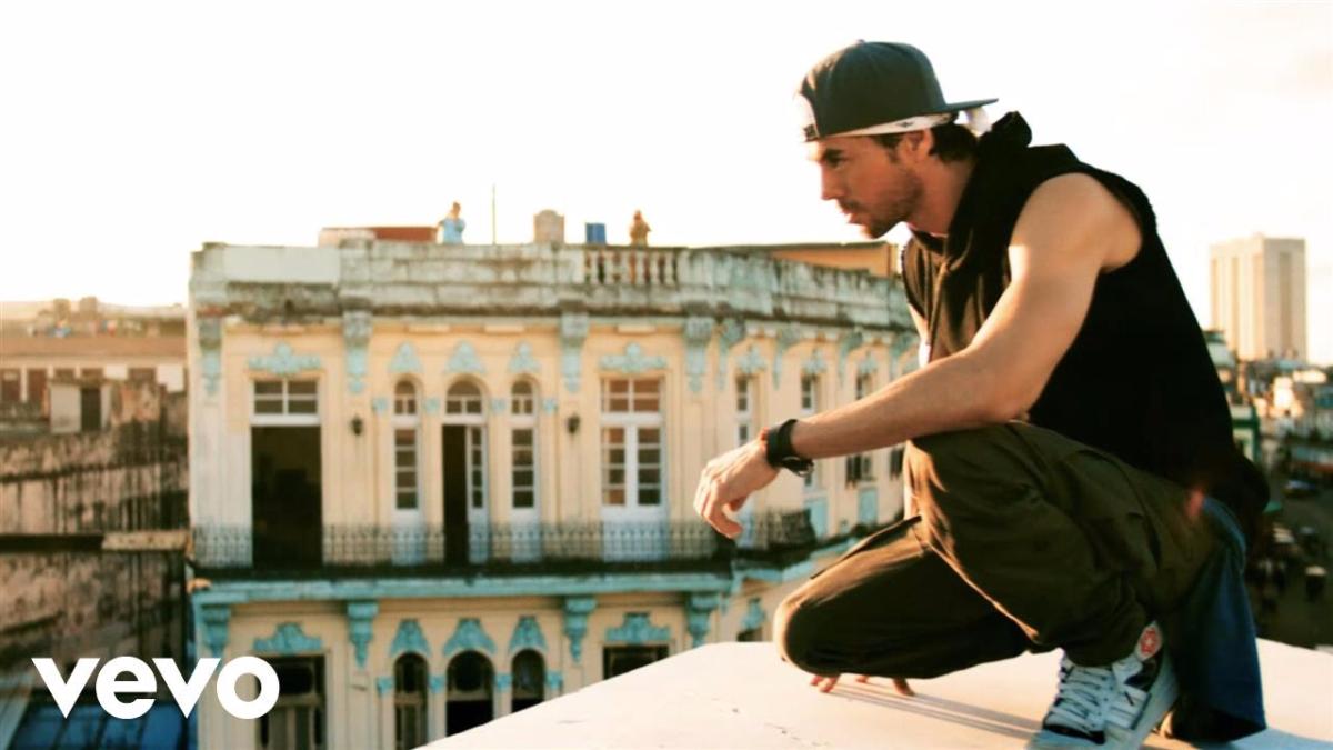 Súbeme la radio- Enrique Iglesias ft. Descemer Bueno, Zion & Lennox
